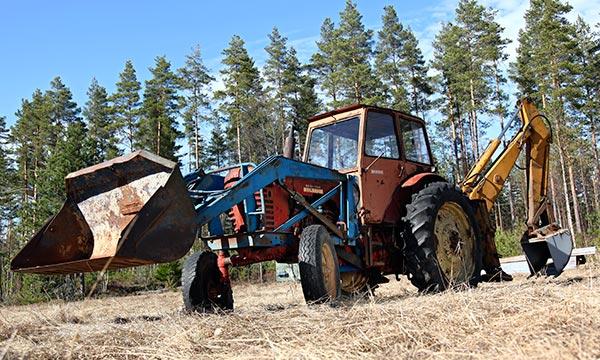 Belarus traktorikaivuri – Idän ja lännen sopuisa liitto